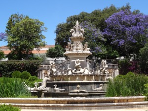 Fountain within the grounds of the Jardim Botanico Tropical