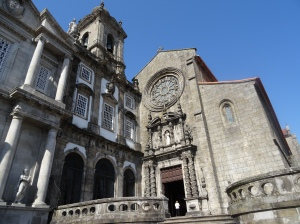 Casa de Despacho e Igreja dos Terceiros de Sao Francisco (on the left), and the Igreja da Ordem de S. Francisco (on the right)